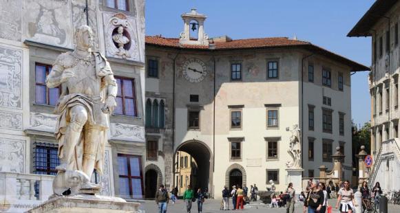 Piazza-dei-Cavalieri-in-Pisa-city-Tuscany